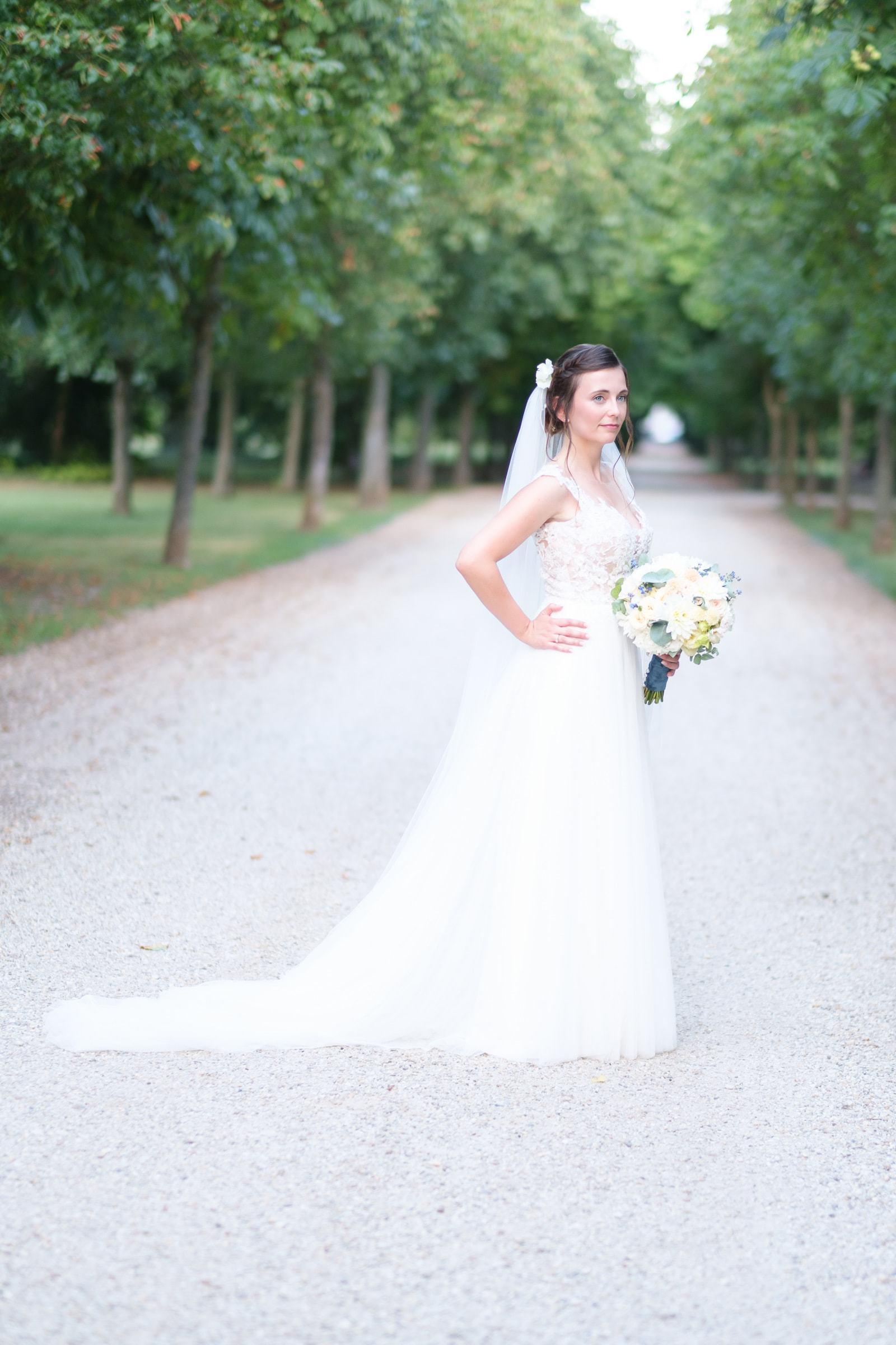 Braut Fotoshooting mit Strauß