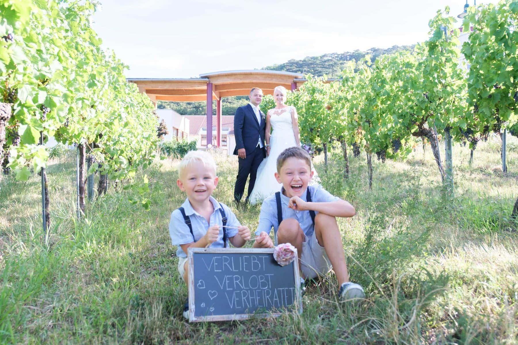 Hochzeit Fotoshooting im Weingarten mit Kindern