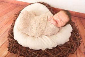 Neugeborenen Holzherz Wrap