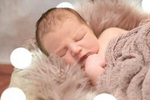 Neugeborenenshooting Lichterketter