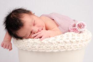 Neugeborenenshooting Blumentopf Prop