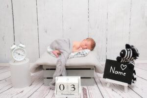 Neugeborenenshooting mit Name, Datum und Uhrzeit