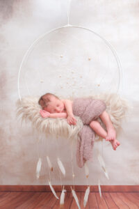 Neugeborenenshooting Traumfänger beige