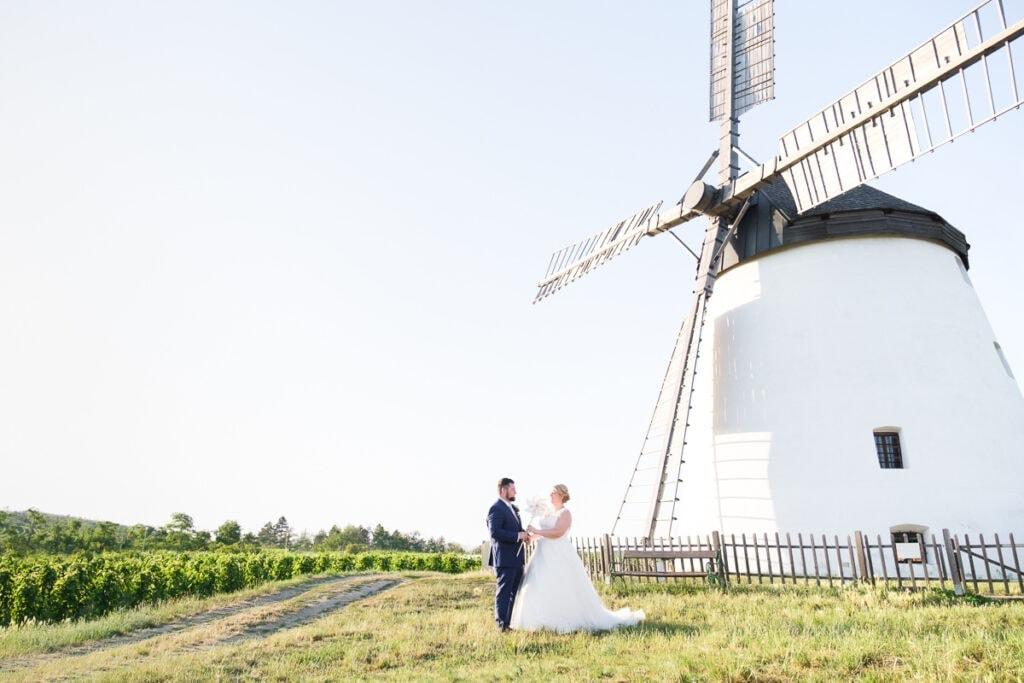 Brautpaar Fotoshooting Hochzeit Windrad und Windmühle